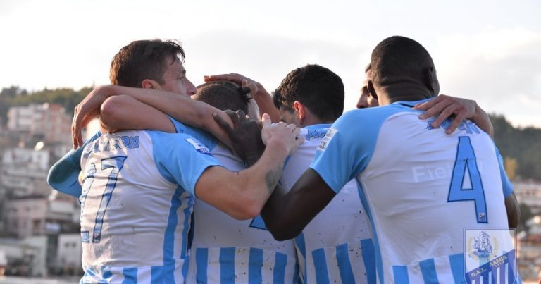 Συνεχίζει τις νίκες η Λαμία 2-1 τον Απόλλων Σμύρνης