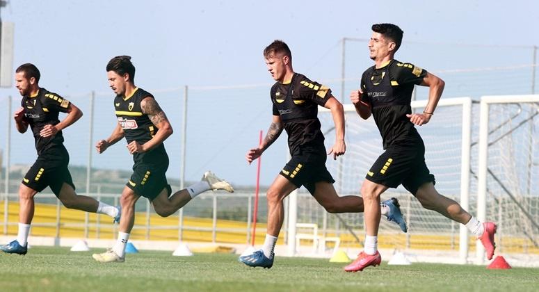 Τελευταία προπόνηση πριν τον πρώτο αγώνα play off για την ΑΕΚ με τεστ για Covid-19
